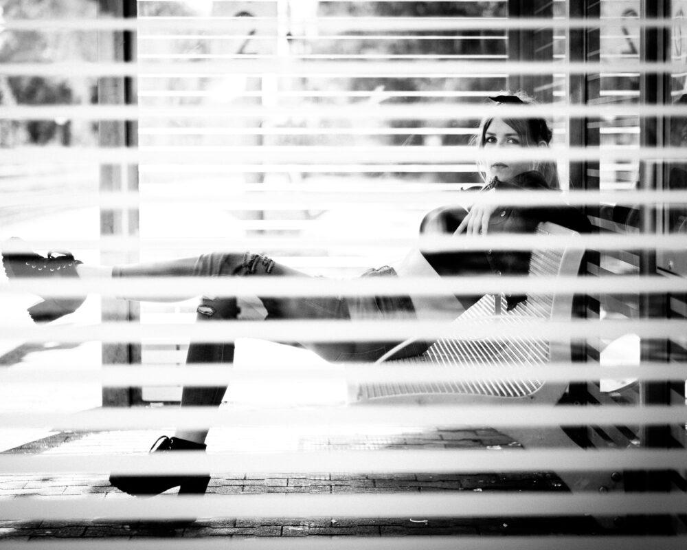 Asuna im Wartehäuschen, Stationshoot, creazyfoto-Fotograf-Heilbronn